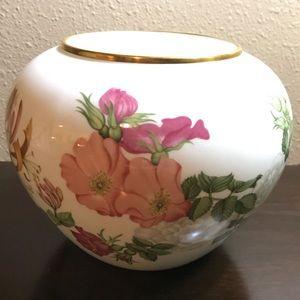 Wedgwood Bone China Horticultural Society Vase